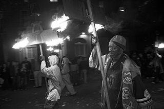 La tradición de las antorchas o flambeaux - Gumbo Madrid