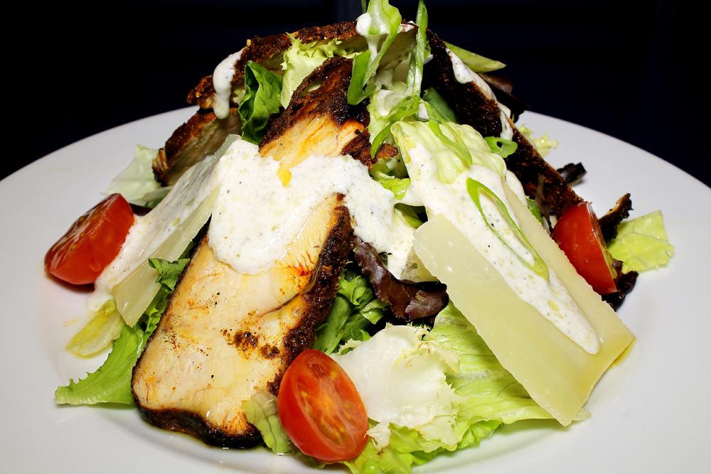 restaurante-gumbo-new-orleans-cajun-ensalada-pollo-cajun