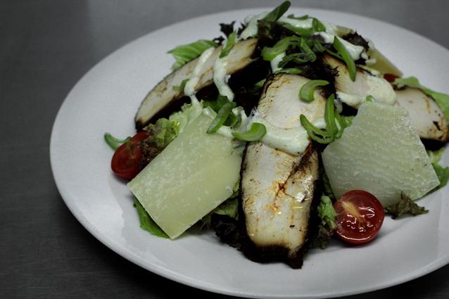 restaurante-gumbo-nueva-orleans-cajún-ensalada-pollo